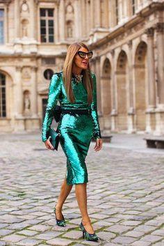 ANNA DELLO RUSSO, EDITORA DE VOGUE JAPÓN con un vestido de un color verde que me enloquece!