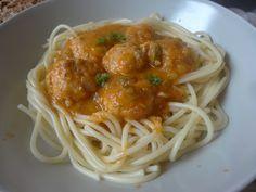 Czary w kuchni- prosto, smacznie, spektakularnie.: Cukiniowo- pomidorowe spaghetti z pulpetami z kurc... Spaghetti, Pasta, Homemade, Ethnic Recipes, Food, Meal, Essen, Hoods, Hand Made