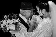Cea mai fericită mireasă și cel mai emoționat bunic. 🥰 Foto: Alpar Lukacsi Mai, Couple Photos, Couples, Couple Shots, Couple Photography, Couple, Couple Pictures
