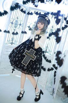 Angelica Pretty Holy Lantern dress   http://www.weibo.com/p/100505167157,  Holy Lantern dress  © 橘玄叶MACX邪恶的小芽.