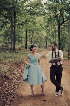 Noiva de vestido azul.