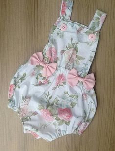Roupa coelhinho - Kit Páscoa no Baby Dress Design, Baby Girl Dress Patterns, Baby Clothes Patterns, Cute Baby Clothes, Little Girl Dresses, Girls Dresses, Short Dresses, Fashion Kids, Little Girl Fashion