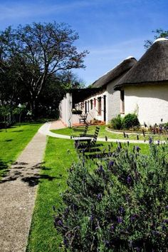 Eight Bells Mountain Inn - 4Star Hotel on the foot of Robinson Pass, Between Mossel Bay (35km) and Oudtshoorn (60km)