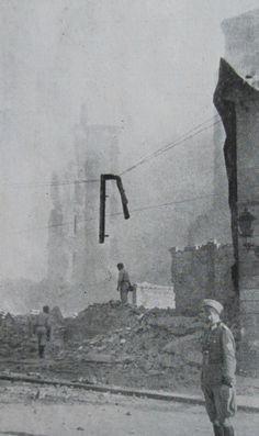 Wysadzanie hal targowych - mirowskich. Zdjęcie z kartoteki Mensebacha z tłumaczeniem podpisów, jakimi je autor opatrzył w języku niemieckim