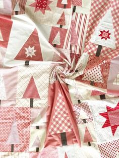Pine Hollow Patchwork Forest Quilt Along – Week 6 (Diary of a Quilter) Christmas Tree Quilt, Christmas Quilt Patterns, Christmas Sewing, Noel Christmas, Christmas Quilting, Christmas Decor, Christmas Ideas, Red And White Quilts, Quilting Designs