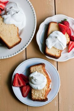 Sweetened Condensed Milk Loaf with Strawberries and Cream