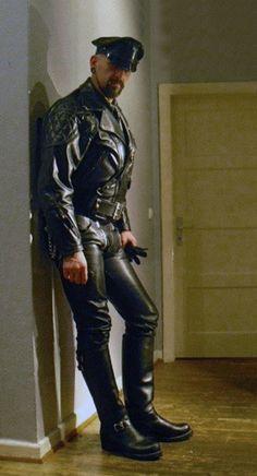 Leather Cum Pig : Photo