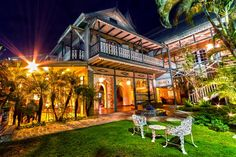 Kinam Hotel in Petion-Ville, Port-au-Prince Haiti A very charming hotel worth visiting lots of history in its structure. Port Au Prince Haiti, Places To Travel, Places To Visit, Haitian Art, Culture Travel, Summer Time, The Good Place, Caribbean, Scenery