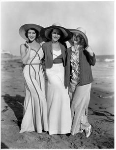 vintage everyday: 32 Glamorous Photos of Pajama Styles That Ladies Wore at Beaches during the 1930s