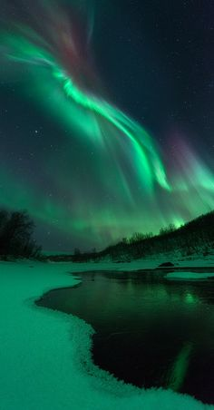 I want to see an Aurora Boreal Beautiful Sky, Beautiful Landscapes, Beautiful World, Beautiful Places, Beautiful Pictures, All Nature, Science And Nature, Northen Lights, Skier