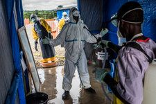 Life, Death and Grim Routine Fill the Day at a Liberian Ebola Clinic New York Times, Ny Times, Clinic, Brave, Routine, Death, Lol, Data Visualization, Highlight