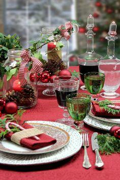 Weihnachtstisch mit Tischdecke SECRET von Sander. Mit Fleckschutz, bügelfrei, pflegeleicht
