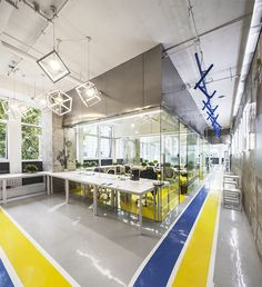Yuanyang Express We+ Co-working Office Space / MAT Office Corporate Interior Design, Corporate Interiors, Office Interiors, Retail Design, Best Office, Open Office, Office Spaces, Coworking Space, Lofts