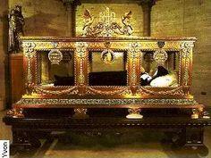 a year of prayer: 365 Rosaries: Writings of Saint Bernadette ...