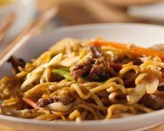 Nouilles thaïes au poulet et cacahuètes : http://www.fourchette-et-bikini.fr/recettes/recettes-minceur/nouilles-thaies-au-poulet-et-cacahuetes.html