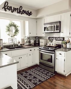 What do think this Beautiful picture ❤️Tell me in just 5 words 😍If you could rate pics from this for your own house, Rate ❤️ TAG a… Modern Farmhouse Kitchens, Farmhouse Kitchen Decor, Home Decor Kitchen, Home Kitchens, Kitchen Ideas, Kitchen Decorations, White Farmhouse, Farmhouse Ideas, Country Kitchen