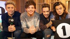 One Direction Live Lounge 2015 BBC Radio FourFiveSeconds, Natalia Imbruligia Torn One Direction Fotos, One Direction Live, One Direction Memes, Zayn Malik, Niall Horan, Louis Tomlinson, Harry Styles, Bbc Live, We Heart It