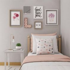 If you want to learn how to live like a minimalist, check out these ideas about minimalist bedroom decor, home decoration and living simple. Source by Dream Bedroom, Bedroom Wall, Girls Bedroom, Teen Bedroom Colors, Gallery Wall Bedroom, Fantasy Bedroom, Diy Home Decor Bedroom, Bedroom Furniture, Bedroom Ideas