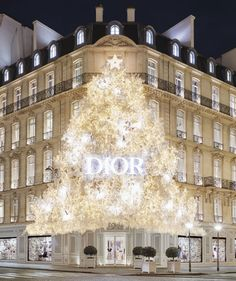 In the approach to the holiday season, the facade of 30 Avenue Montaigne, from sidewalk to eaves, will be lit up and adorned with an immense and luxur Christmas In The City, Christmas In Paris, Christmas Mood, Xmas, Magical Christmas, Christmas Outfits, Christmas Shopping, Merry Christmas, Christmas Aesthetic Wallpaper