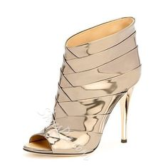 Beautiful High Heels: High Heels Classy So hot hot mh. Zapatos Shoes, Women's Shoes, High Shoes, Dance Shoes, Cute Shoes, Me Too Shoes, Bootie Boots, Shoe Boots, Ankle Boots