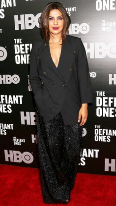Priyanka Chopra in a black blazer and wide leg pants Holiday Party Outfit, Holiday Party Dresses, Little Dresses, Nice Dresses, Actress Priyanka Chopra, Warm Outfits, Night Looks, Red Carpet Fashion, Runway Fashion