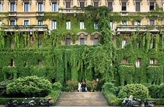 Here are our photo galleries relating to architecture and design: beautiful buildings, gardens and decor, including homes, hotels and public spaces. Versace Mansion, Versace Home, Beautiful Buildings, Beautiful Places, Apartment Entrance, Donatella Versace, Grand Homes, Celebrity Houses, Spring Green