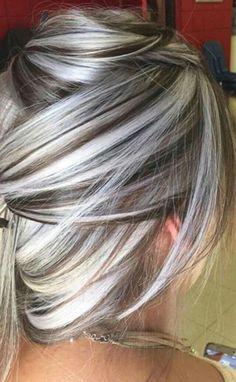 Pelo Color Plata, Medium Hair Styles, Short Hair Styles, Grey Hair Transformation, Gray Hair Highlights, Grey Hair Inspiration, Covering Gray Hair, Silver Grey Hair, Long Gray Hair