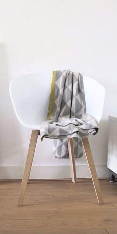 Via Emma-b.nl | HAY AAC Chair | Ferm Living Blanket | _dailyapple_