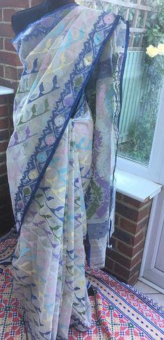 This has a beautiful rainbow pattern, consist of seven pestal colour. Comes with unstitched blouse. Dhakai Jamdani Saree, Hijab Collection, Kota Sarees, Traditional Sarees, Cotton Saree, Blouse Designs, Rainbow, Saris, Clothes For Women