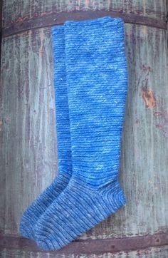 Knee high nalbinded socks, finnish stich 2+2. Dye:woad. - Mervi Pasanen hibernaatio.blogspot.com