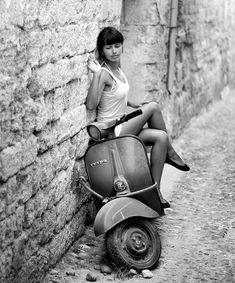 Vintage Vespa Girl Black and White Pictures Piaggio Vespa, Vespa Scooters, Lambretta Scooter, Motor Scooters, Scooter Motorcycle, Vespa Px 150, Vespa Pk 50 Xl, Scooter Girl, Vespa Girl