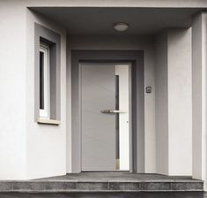 EDoors with a personal touch Custom made aluminium entrance doors Front Door Entrance, Front Entrances, Shaped Windows, Steel Paint, Window Glazing, Window Sizes, Wood Images, Aluminium Doors, Extruded Aluminum