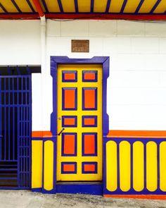 Front Doors, Windows And Doors, Garage Doors, Jeep Willys, Doorway, Instagram, Outdoor Decor, Home, Colorful Houses