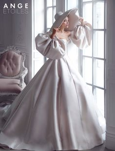 Wedding dress Merian by Ange Etoiles. Sweetheart neckline detachable sleeves sat… Wedding dress Merian by Ange Etoiles. Based in Vancouver, Canada. Antique Wedding Dresses, Elegant Wedding Dress, Wedding Dress Styles, Bridal Dresses, Wedding Gowns, Wedding White, Dresses Dresses, Club Dresses, Wedding Bells