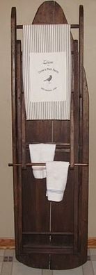 Ironing board as towel rack. Got my great aunt's wooden ironing board but I still use it everyday. Antique Ironing Boards, Wood Ironing Boards, Repurposed Items, Repurposed Furniture, Diy Furniture, Rustic Decor, Farmhouse Decor, Farmhouse Ideas, Rustic Style