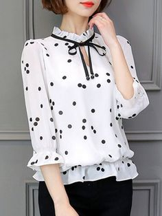 23 Ruffle Blouses For Starting Your Winter - Fashion New Trends - Women Style Polka Dot Blouse, Ruffle Blouse, Polka Dots, Blouse Styles, Blouse Designs, Chic Outfits, Fashion Outfits, Style Fashion, Winter Blouses