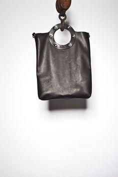 B32 SMALL CIRCLE TOTE - Dean accessories