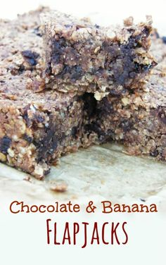 Chewy Chocolate and Banana Flapjacks. These are so moreish and chewy like all the best oaty flapjacks are, and are vegan Tray Bake Recipes, Baking Recipes, Dessert Recipes, Baking Ideas, Dairy Free Snacks, Dairy Free Recipes, Vegan Recipes, Gluten Free, Bar Recipes