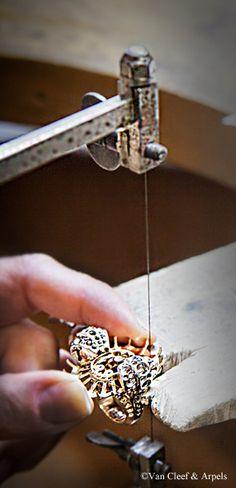 Craftsmanship of the Van Cleef & Arpels Summer Cocktail ring, Pierres de Caractère Variations collection.