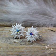 Sparkling Snowflake Earrings for a perfect Winter. #snowflakeearrings #earstuds #icecystals #winterearrings #3dprintedjewelry #winterohrringe #schneeflocke