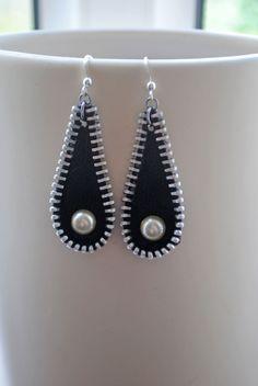 Mini Bead Bar Stud earrings in Sterling Silver, short silver bar stud, sterling bar post earrings, small silver earring, minimalist jewelry - Fine Jewelry Ideas Denim Earrings, Bar Stud Earrings, Beaded Earrings, Earrings Handmade, Handmade Jewelry, Pearl Earrings, Zipper Crafts, Denim Crafts, Zipper Jewelry