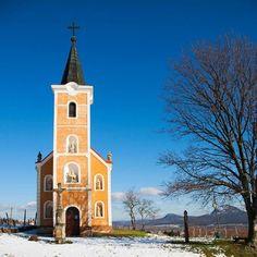 A Balaton-felvidék tele van hangulatos kis falvakkal, most ezek közül is az egyik legszebbről, Hegymagasról hoztam néhány igazán különleges télifotót. Merida, Hungary, Notre Dame, Building, Travel, Bulgaria, Romania, Croatia, Switzerland