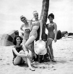 Paula Prentiss, Dolores Hart, Yvette Mimieux & Connie Francis in a publicity still shot on Lauderdale Beach in Vintage Bathing Suits, Vintage Bikini, Vintage Swimsuits, Vintage Love, Vintage Beauty, Vintage Glam, Fashion Vintage, Vintage Style, Old Photos