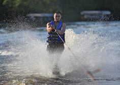 Cool Waterskiing picture!