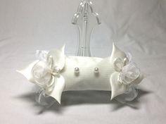 ♡リングピロー2 Wedding♡光沢感のあるお花が上品なリングピローです。結婚式ではもちろん、挙式後にもご自由にお使いください。プレゼントにもおすすめです◎... ハンドメイド、手作り、手仕事品の通販・販売・購入ならCreema。
