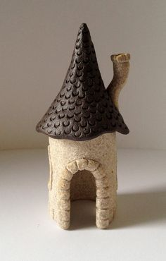 Small Ceramic Fairy House - White and Brown Clay Houses, Ceramic Houses, Ceramic Clay, Mini Fairy Garden, Fairy Garden Houses, Fairy Gardens, Ceramics Projects, Clay Projects, Clay Fairy House