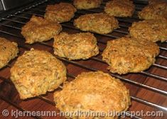 Kjernesunn Nordkvinne: Kjempegode lavkarbo rundstykker! Lchf, Keto, Low Carb Pizza, Nom Nom, Muffin, Paleo, Pork, Food And Drink, Baking