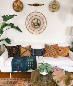 Just getting my daily dose of inspo! Her kilim pillow game is SO strong ! Yours can be too- we have a bunch of kilim pillows in a wide range of colors and patterns in the shop! Kilm Pillows, Throw Pillows, Kilim Cushions, Kilim Rugs, Home Design, Home Interior, Interior Design, Beige Sofa, Living Room Inspiration