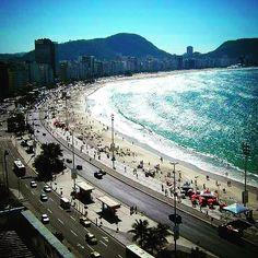 Avenida Atlantica is the name of the #esplanade in #RioDeJaneiro that borders all three of its main beaches. Tap on the link in our bio to read about the differences and tips on where to stay. #avenidaatlantica #travelblog #brazil #copacabanabeach