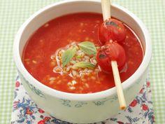 Tomatensuppe mit Reis und Zitronengras ist ein Rezept mit frischen Zutaten aus der Kategorie Suppen. Probieren Sie dieses und weitere Rezepte von EAT SMARTER!